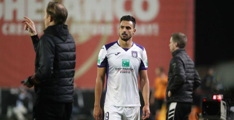'Pikante 'nek-aan-nek-race' in België: Anderlecht-locker van Chadli al leeg'