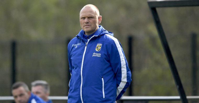 Vitesse strikt 'zeer waardevolle trainer' voor twee jaar: assistent van Letsch