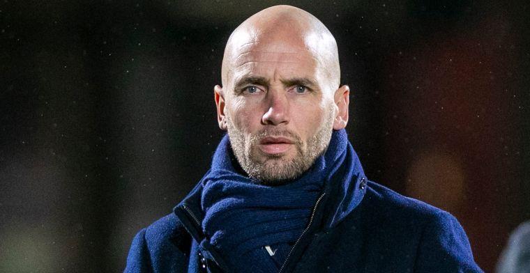 Ajax beloont Van der Gaag: Mitchell doet het heel erg goed