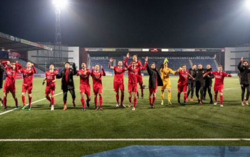 Afbeelding: Almere City slaat toe bij Borussia Dortmund: