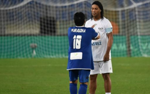 Maradona wil ex-bajesklant Ronaldinho aan zijn team toevoegen