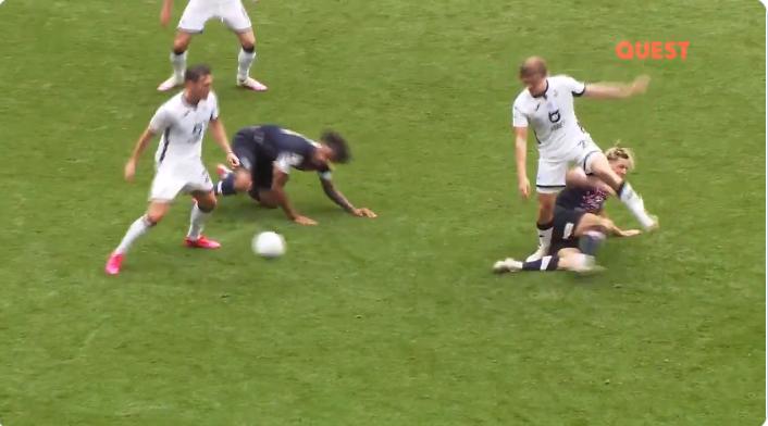Chaos in Championship: acht tackles, één gevecht binnen 20 seconden in Swansea