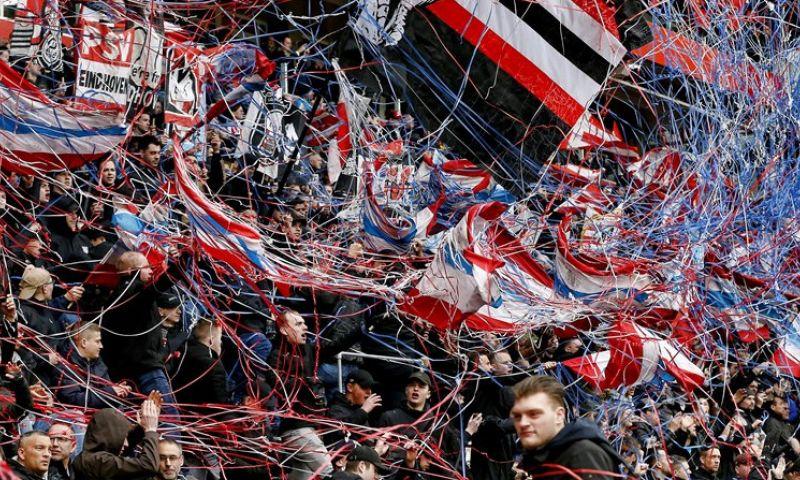 Afbeelding: Fans die juichen en geen afstand houden riskeren stadionverbod van drie maanden