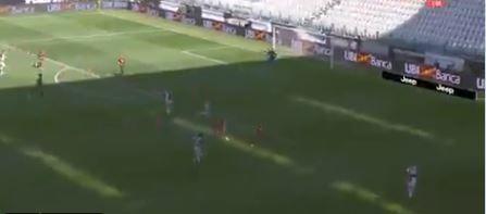 Dybala scoort al na 3 minuten in Turijnse derby: 2 verdedigers kappen en lobben