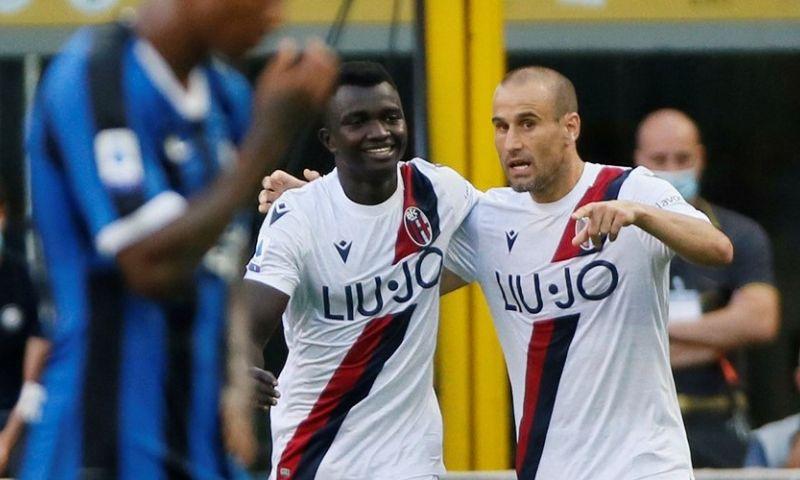 Afbeelding: Internazionale gooit alles weg tegen Bologna: overtreding Dijks blijkt breekpunt