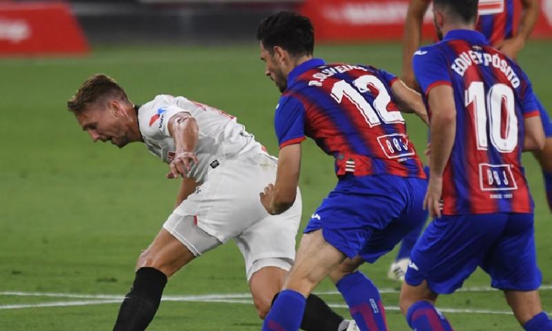 Afbeelding: Sevilla mag nog hopen op Champions League, De Jong vroeg gewisseld