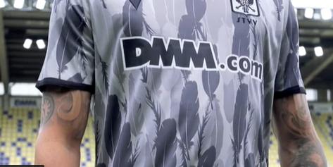 Daar zijn ook de nieuwe shirts van STVV: 'Een stap voorwaarts'