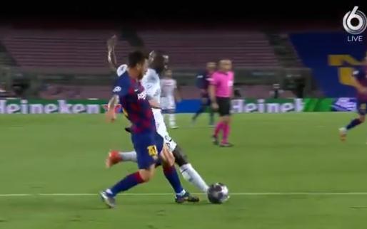 Messi kruipt voor Koulibaly: langdurig VAR-beraad eindigt met pingel en goal Barça