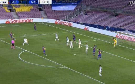 Nee toch! Frenkie de Jong bereidt goal Messi voor met de buitenkant, VAR grijpt in
