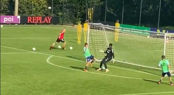 'No one is safe': Antony vernedert Onana tijdens partijspel op Ajax-training