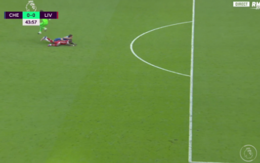 Chelsea met tien man in topper tegen Liverpool door rugbytackle op Mané