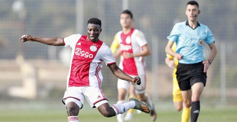 'Ik weet nog niet waar ik dit seizoen ga spelen, daarover praat ik met Ajax'