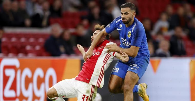 Swart ergert zich tijdens Ajax - Vitesse: Moet wel z'n koppie erbij houden