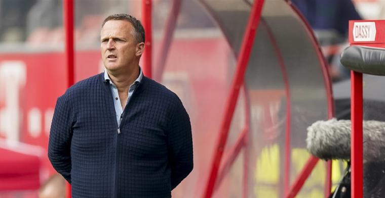 Van den Brom lacht om transferverhalen Utrecht: Zou heel raar zijn