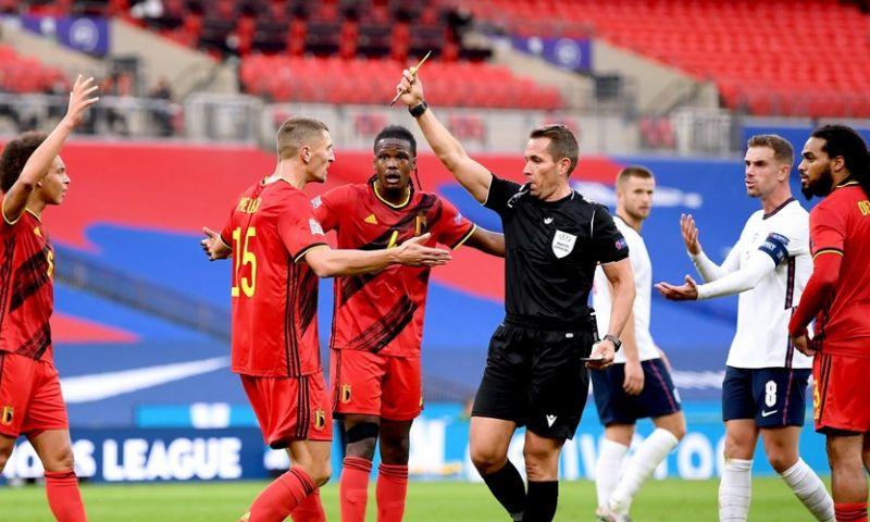 Afbeelding: LOL! Meunier imiteert Henderson nadat die penalty versierde voor Engeland