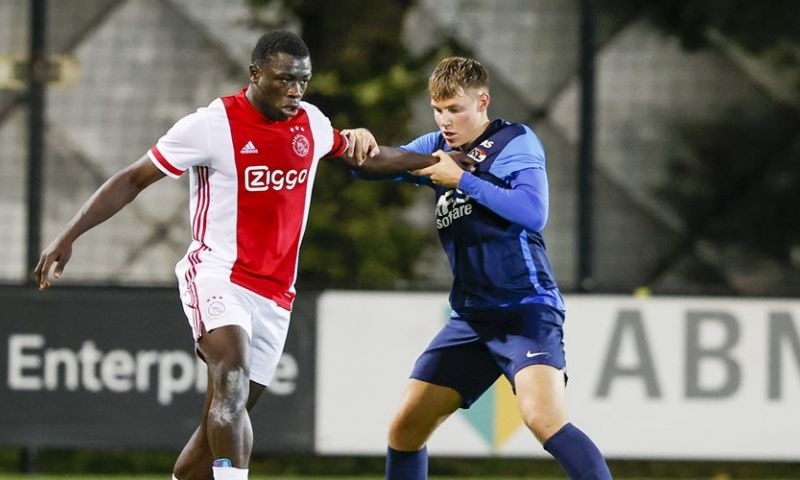 Afbeelding: Jong Ajax-spits Brobbey niet blij met kritiek op schwalbe: 'Dat slaat nergens op'