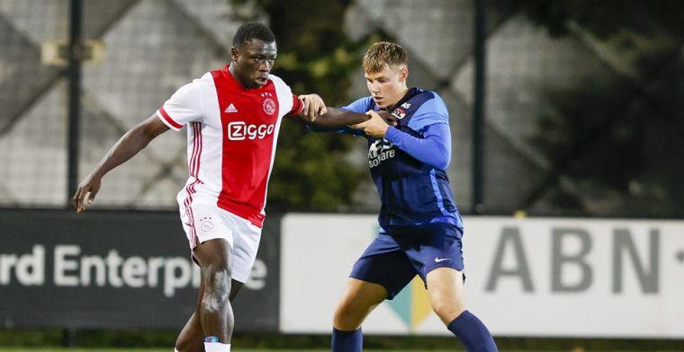 Jong Ajax-spits Brobbey niet blij met kritiek op schwalbe: 'Dat slaat nergens op'