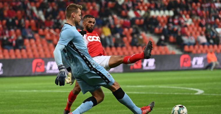 Club Brugge gaat met een gevleide 0-1 rusten, Mignolet mag van geluk spreken