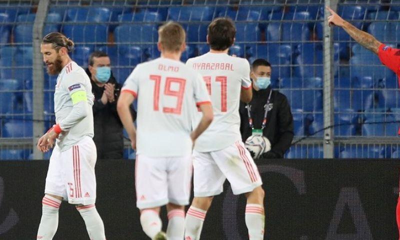 Afbeelding: Spanje zwijnt ondanks twee gemiste strafschoppen van jubilaris Ramos