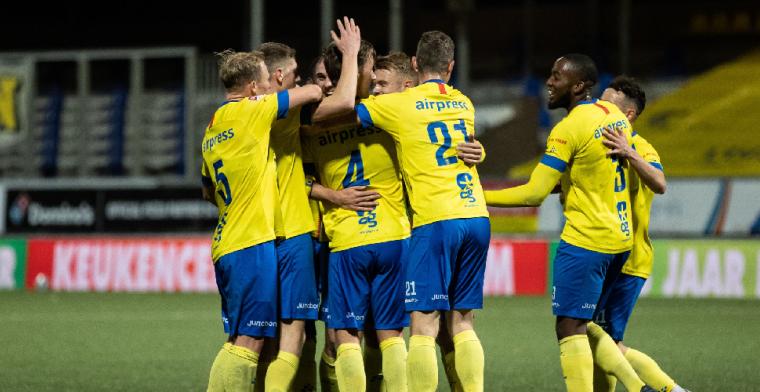 Almere City is koppositie kwijt na 7-2 nederlaag in Keuken Kampioen Divisie