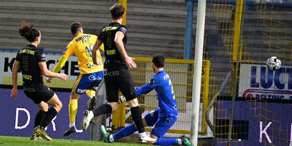 Hayen haalt opgelucht adem, Waasland-Beveren wint van KV Oostende
