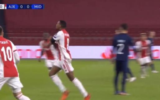 Eindelijk: Gravenberch breekt de ban voor Ajax met briljante goal