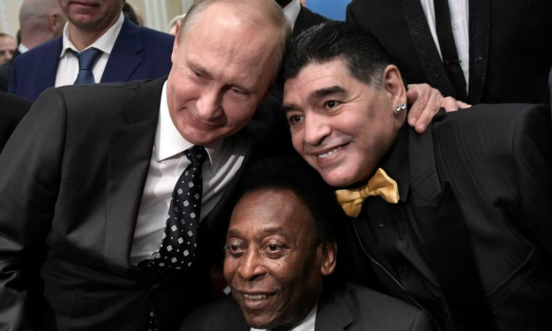 Afbeelding: Icoon Pelé zwaait icoon Maradona uit: 'Ooit een balletje trappen in de hemel'