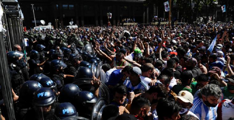 Chaos in Buenos Aires: afscheid van Maradona loopt uit de hand