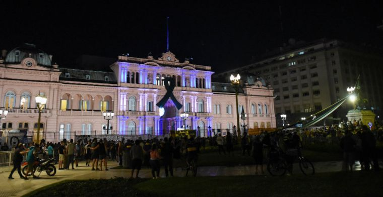 'Maradona opgebaard in presidentieel paleis, honderden fans komen samen'