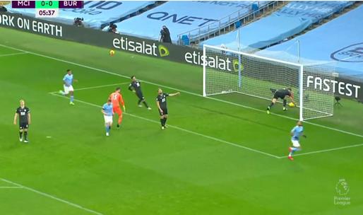 GOAL! De Bruyne levert assist af voor Mahrez, Man City al vroeg 1-0 voor
