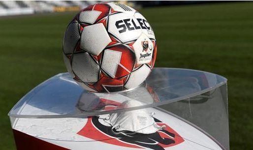 Weyts legt de bal in kamp van amateurclubs: 'Dan kunnen ze bekermatchen spelen'