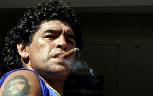 Afbeelding: Voetbalster weigert eerbetoon aan Maradona... en krijgt doodsbedreigingen