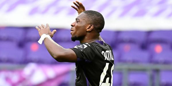 Entourage van Amuzu laat zich uit over vertrek bij Anderlecht: 15 miljoen euro
