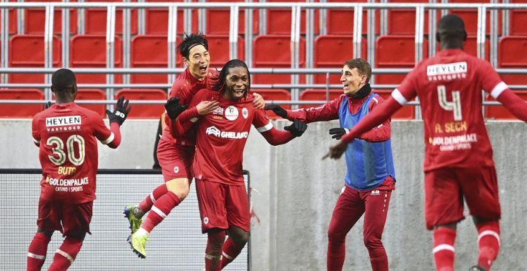 Foutje bij Antwerp? Gerkens en Miyoshi knuffelen Mbokani na doelpunt