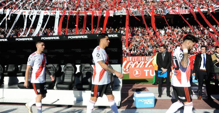 Matias Suarez krijgt het hard te verduren in 'superclassico'