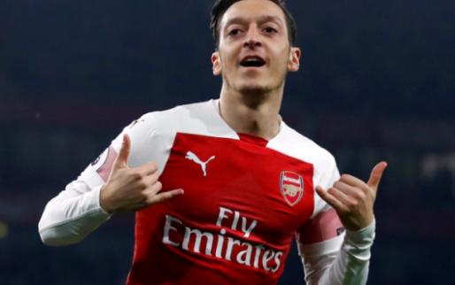 Afbeelding: Özil lijkt transfer aan te kondigen en onthult bijzonder rugnummer