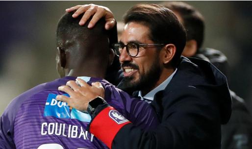 'Losada kondigt vertrek aan: Beerschot-coach voor drie jaar naar MLS'