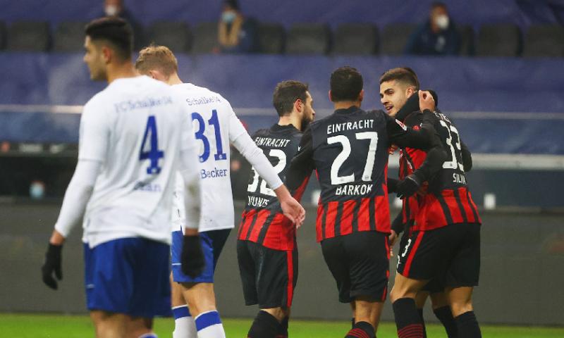 Afbeelding: Dubbelslag Jovic doet noodlijdend Schalke 04 de das om in Duitsland