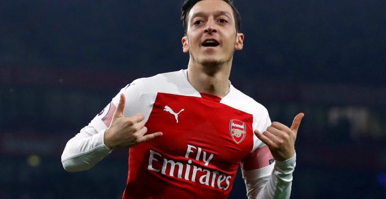 Özil lijkt transfer aan te kondigen en onthult bijzonder rugnummer