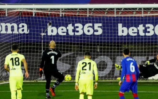 Afbeelding: Atlético mazzelt: Suárez ontneemt scorende keeper Dmitrovic in extremis heldenrol