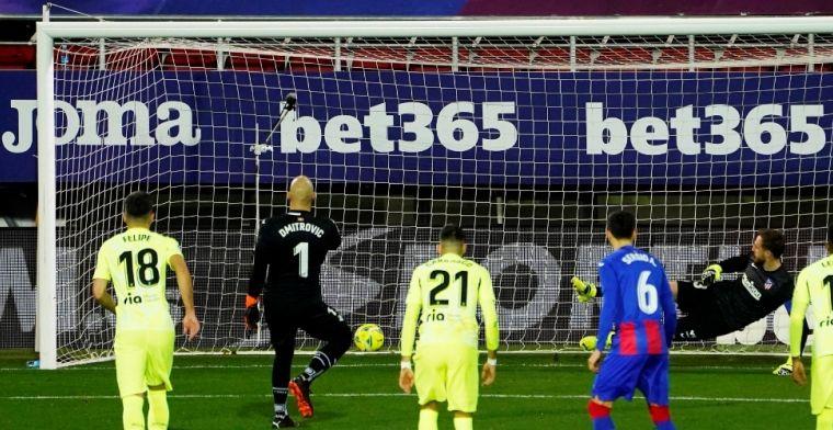 Atlético mazzelt: Suárez ontneemt scorende keeper Dmitrovic in extremis heldenrol