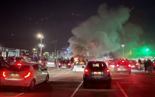 Politie krijgt steun van fanatieke voetbalfans: 'Laten onze stad niet vernielen'