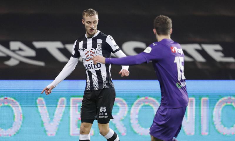 Afbeelding: Van der Water maakt mogelijk toch nog transfer: 'Wachten op nieuw telefoontje'