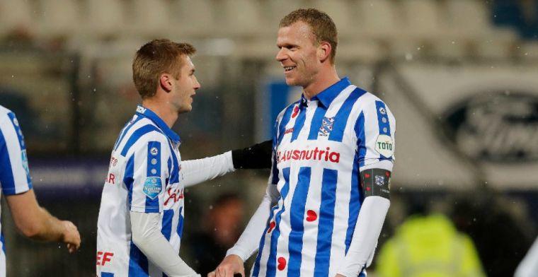 Veerman kan lach niet inhouden na eerste kopgoal in Eredivisie: 'Gezien hè? Hats'