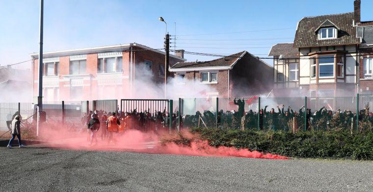 Fiasco op Sclessin: supporters houden spelers (ook Anderlecht) tegen aan uitgang