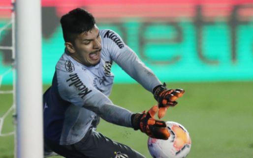 'Ajax bezig met nieuwe keeper: Overmars meldt zich in Brazilië'