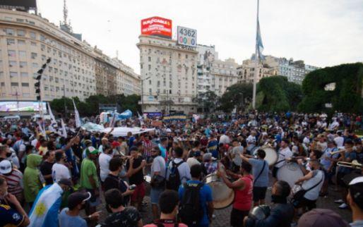 Afbeelding: Argentijnen de straat op voor Maradona: 'Hij is niet overleden, hij is vermoord'