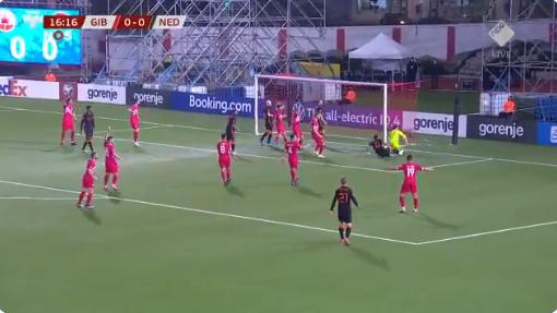 Symbolisch: Oranje scoort maar niet, Memphis raakt hoofd Gibraltar-goalie