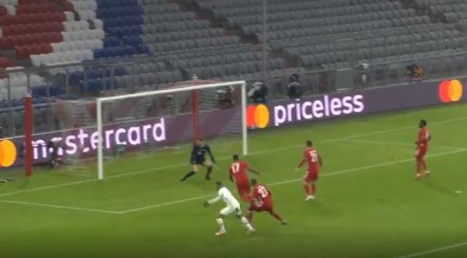 Hij doet het wéér: Mbappé brengt PSG met knappe goal weer op voorsprong