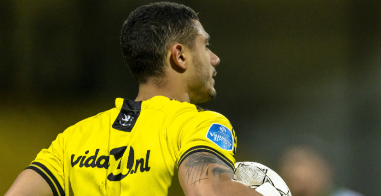 Engelse pers: clubs uit Engeland en Eredivisie laten oog vallen op Giakoumakis